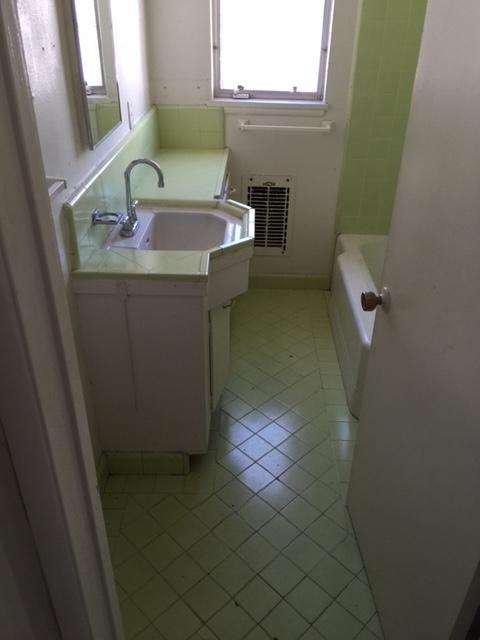 Suite 17_Before_Bathroom