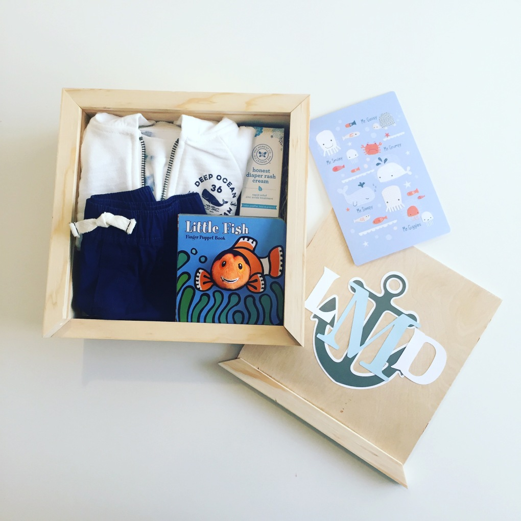Gift box: baby boy_open with card