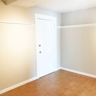 Bonvue_Bedroom_Door to House